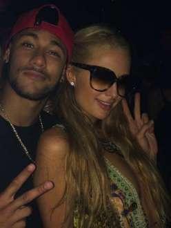 Neymar posta foto ao lado de Paris Hilton