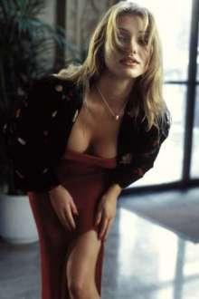 O Máskara (1994) - Cameron Diaz já estreou em Hollywood bombando. Na época com 21 anos, a atriz viveu a jovem e sedutora Tina Carlyle, que enlouquecia e confundia a cabeça de Stanley Ipkiss, no filme interpretado por Jim Carrey