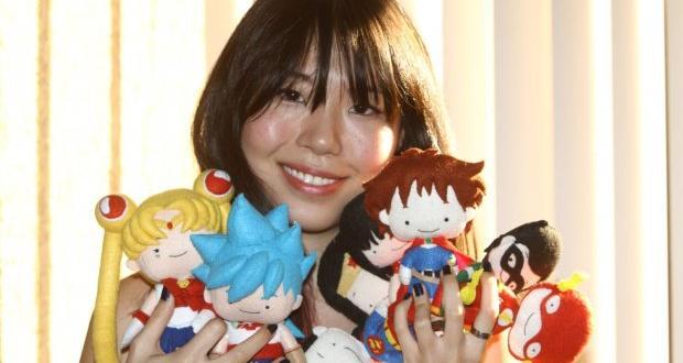 A londrinense vende as replicas de personagens famosos como o Obelix, Sonic, Batman e Robin e Sailor Moon em uma página do Facebook