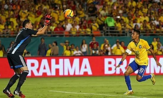Neymar foi decisivo e marcou o gol da vitória na reestreia de Dunga