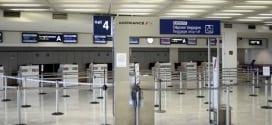 Guichês da companhia permanecem vazios nos aeroportos.