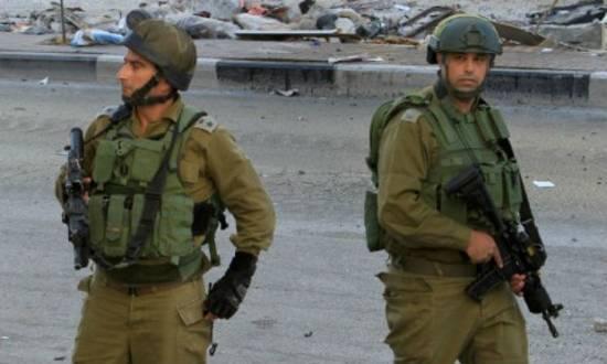 Dois palestinos, acusados por Israel de integrar o Hamas, foram localizados em uma casa de Hebron, que foi atacada por soldados israelenses