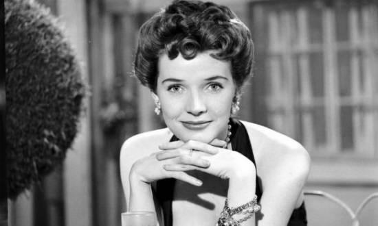 Polly, ganhadora dos prêmios Emmy e Tony, morreu em casa, na cidade de Southbury