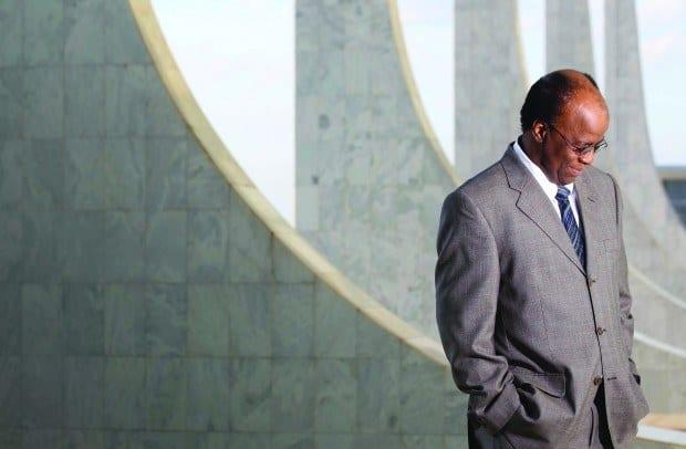 Brasil - Justiça decide que colunista não ofendeu Joaquim Barbosa