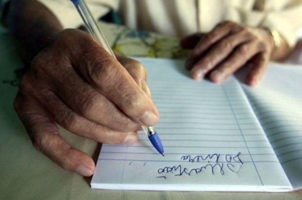 Educação - Analfabetismo cai no Brasil, mas 13 milhões não sabem ler nem escrever