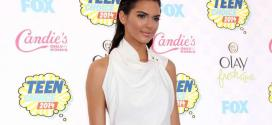 Kendall Jenner investe no wet look, penteado ideal para eventos à noite