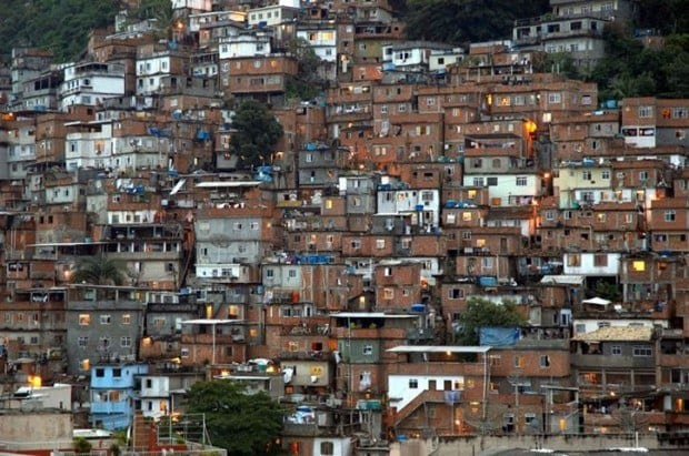 Brasil - Estudo aponta que 94% dos moradores de favelas se dizem felizes