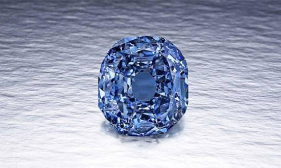 """""""Blue Moon"""", um diamante redondo de 12 quilates de um azul intenso azul e uma qualidade excepcional, encontrado este ano na África do Su"""