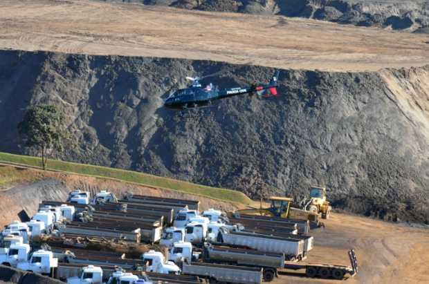 Buscas por corpo de operário desaparecido contam com o auxílio de helicóptero e de cães farejadores
