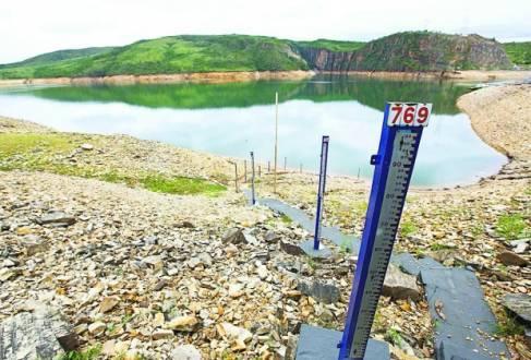 Vazio. Reservatórios do sistema Furnas estão apenas com 27,08% de sua capacidade total; turismo na região também foi afetado