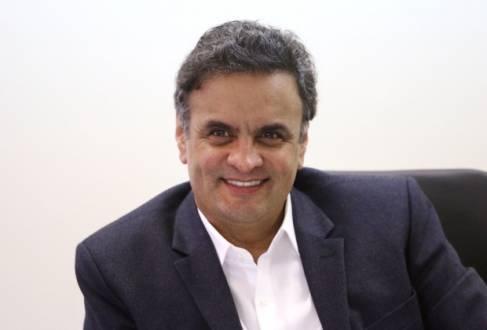 Aécio promete desburocratização para incentivar novos empreendedores