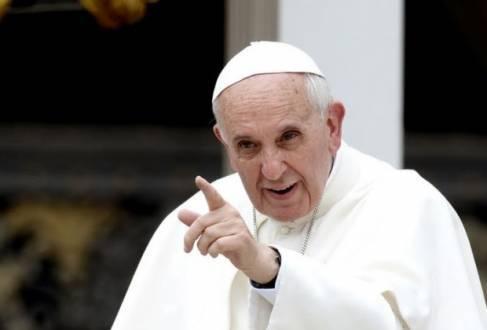 """Em março, Francisco destituiu Franz-Peter Tebartz-van Elst, chamado """"bispo do luxo"""" de Limbueg, Alemanha, depois de sua nova residência, avaliada em 31 milhões de euros, ter causado tumulto entre os fiéis"""