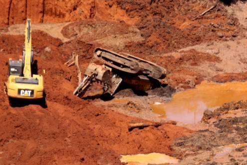 A assessoria de imprensa do Corpo de Bombeiros informou que a decisão de encerrar as buscas foi anunciada nesta quinta-feira (25) e deve-se à instabilidade do terreno na região da barragem