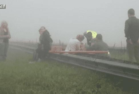 Os motoristas tiveram a visibilidade prejudicada por uma forte neblina
