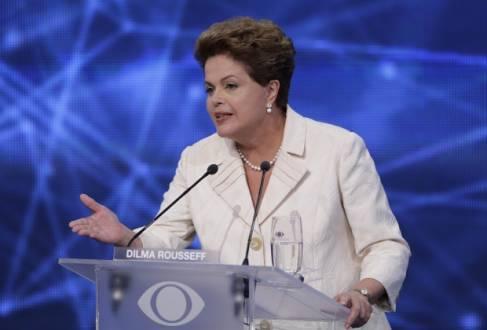 """Os advogados da campanha de Dilma solicitam a publicação de texto em página inteira do jornal, já apresentado, como """"medida justa e razoável"""" para """"amenizar"""" o suposto dano"""