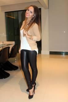 look-casaco-lurex-dourado-wet-legging-preta