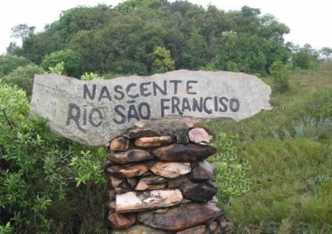 Pela primeira vez na história, a nascente do rio São Francisco, situada no Parque Nacional da Serra da Canastra, em Minas Gerais, está completamente seca.