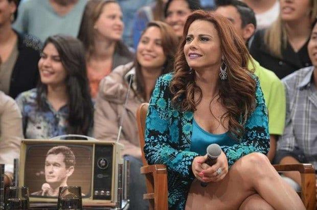 Viviane Araújo chama atenção com o visual adotado para viver a manicure Naná