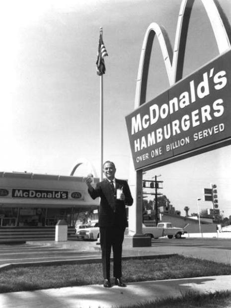 O McDonald's revolucionou a indústria alimentícia aplicando a lógica da linha de montagem industrial à produção de sanduíches