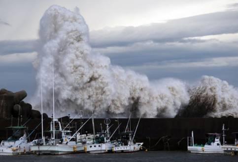 Ásia - Tufão Phanfone deixa pelo menos seis mortos no Japão