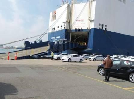 Navios têm dez andares para levar os carros da Coreia do Sul para outros países
