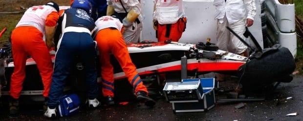 O francês Jules Bianchi sofreu um grave acidente durante a disputa do Grande Prêmio do Japão. O piloto da Marussia colidiu com um trator e foi levado inconsciente para um hospital próximo ao Circuito de SuzukaLeia mais