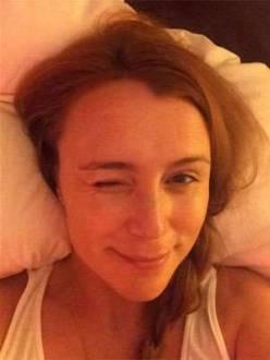 Keeley Hawes também entrou na brincadeira e deu uma piscadinha em selfie
