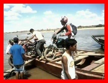 Norte de Minas - Sem balsa, o jeito é improvisar em Itacarambi