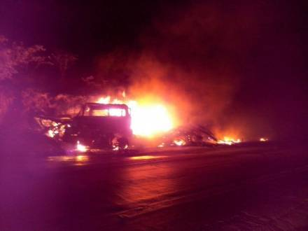 Norte de Minas - Motorista de carreta morre carbonizado em grave acidente em Francisco Sá