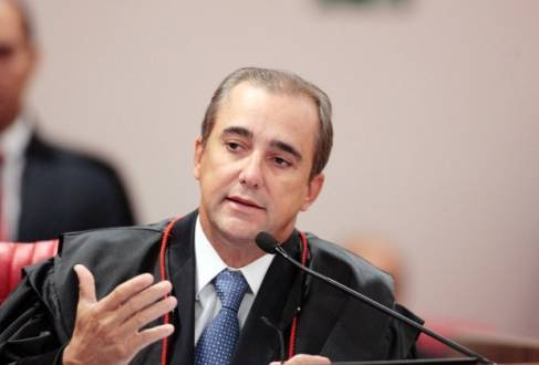 """Decisão se deu após uso de paródio de """"Oh, Minas Gerais"""" para ironizar votação de Aécio no Estado"""