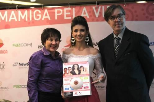 Paula Fernandes é embaixadora em ato de prevenção ao câncer de mama