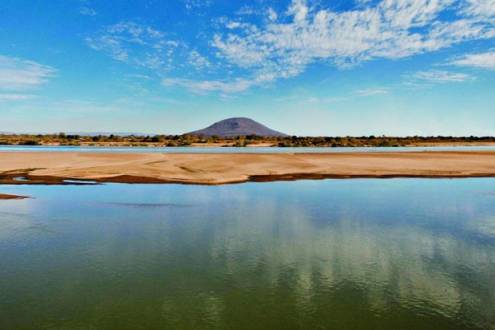 'Desaguado'. Bolsões de areia rasgam o São Francisco e seca é arrastada pelas margens do rio afora