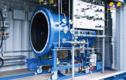 Máquina transforma água em combustível