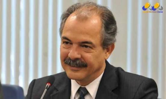 Mercadante também anunciou saída do governo Dilma.