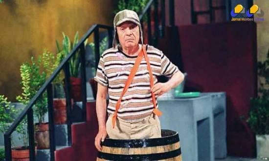 Bolaños ficou conhecido por interpretar Chaves, o menino do barril.