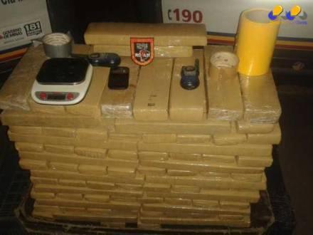 Montes Claros - Polícia Militar apreende 130 quilos de maconha no bairro José Correia Machado