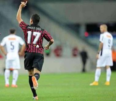 Paulinho Dias comemora o gol-relâmpago do Atlético-PR, que venceu neste domingo o Atlético-MG por 1 a 0