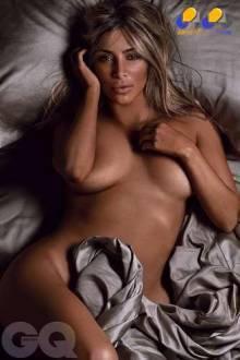 Antes de 'quebrar a Internet' com a foto completamente nua na capa da Paper, Kim Kardashian  já havia mostrado boa parte do corpo na revista GQ