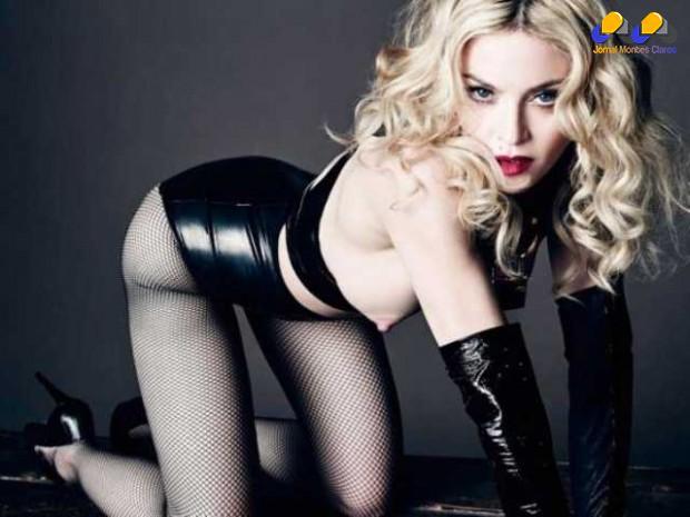 Esta não é a primeira vez que Madonna mostra os seios; em um dos ensaios, posou para a revista italiana LUomo