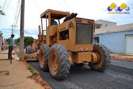 Montes Claros - Rua Jatobá, no bairro Planalto recebe asfaltamento