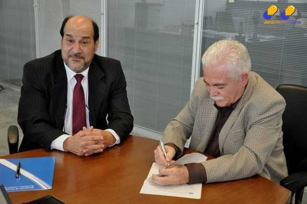 Secretário José Vicente Gamarano e reitor João Canela Foto: Alex Sezko