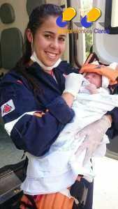 Montes Claros - Caminhão tomba sobre carro na BR-365 e recém-nascido não é atingido