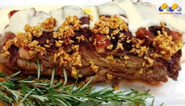 Gastronomia - Receita de Filé ao molho de queijo com alho frito
