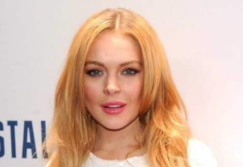 Atriz Lindsay Lohan confirma no Twitter que está com febre chikungunya
