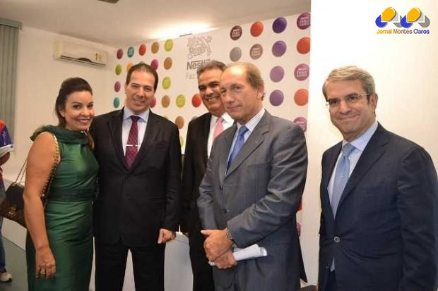 CEO da Nestlé, Paul Bulcke, do Vice-Presidente Executivo e Diretor para a Zona Américas, Laurent Freixe, e do CEO da Nestlé Brasil, Juan Carlos Marroquín. O prefeito de Montes Claros, Ruy Muniz, também esteve presente, juntamente com a primeira-dama, Raquel Muniz.