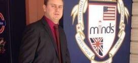 Robson Costa começou na área de telemarketing de uma unidade da Minds Idiomas em Santos e hoje é dono de três franquias da rede