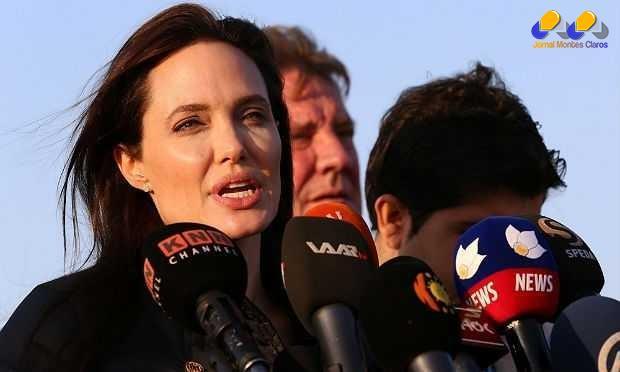 """""""É minha 50ª visita ao Iraque desde 2007, e o sofrimento é muito maior do que o que eu havia visto"""", declarou Angelina no campo de refugiados de Khanke, norte do país"""