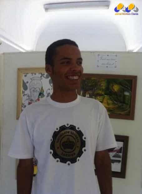 """O poeta João Lucas Mendes é o primeiro, no ano de 2015, a expor no Painel Permanente de Poesia """"Juca Silva Neto"""", da Biblioteca Pública """"Antônio Teixeira de Carvalho"""", no Centro Cultural Hermes de Paula."""