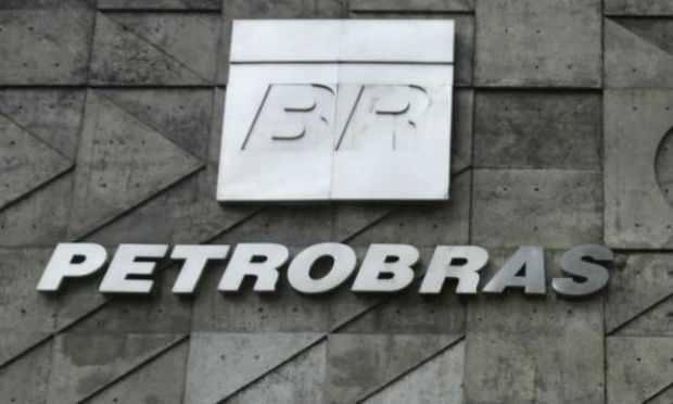Petrobras cai mais de 6% e Bolsa inicia ano no vermelho; dólar sobe