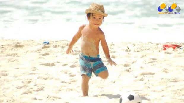 criança-areia-da-praia (jornalmontesclaros)